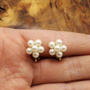 Vintage dainty minimal Pearls ivory girl clip wed